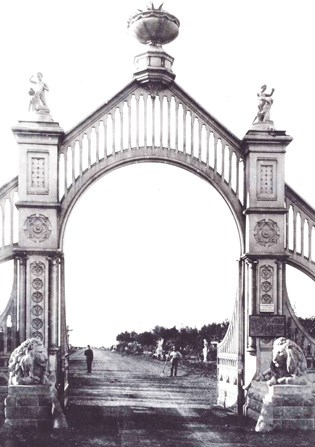 Front entrance gate of Sutro Heights (also called Sutro Gardens), a twenty acre public garden, c. 1885