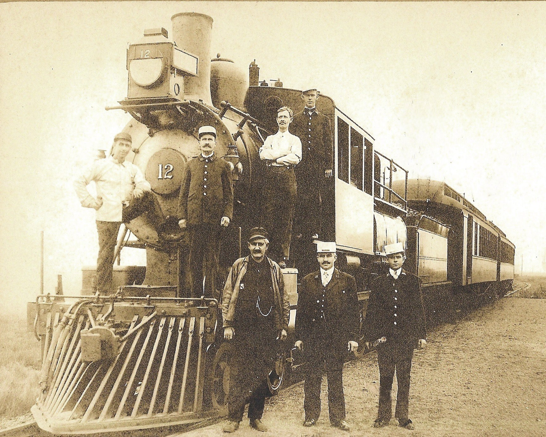 Engine and Train crew at the Tuckahoe station@1905
