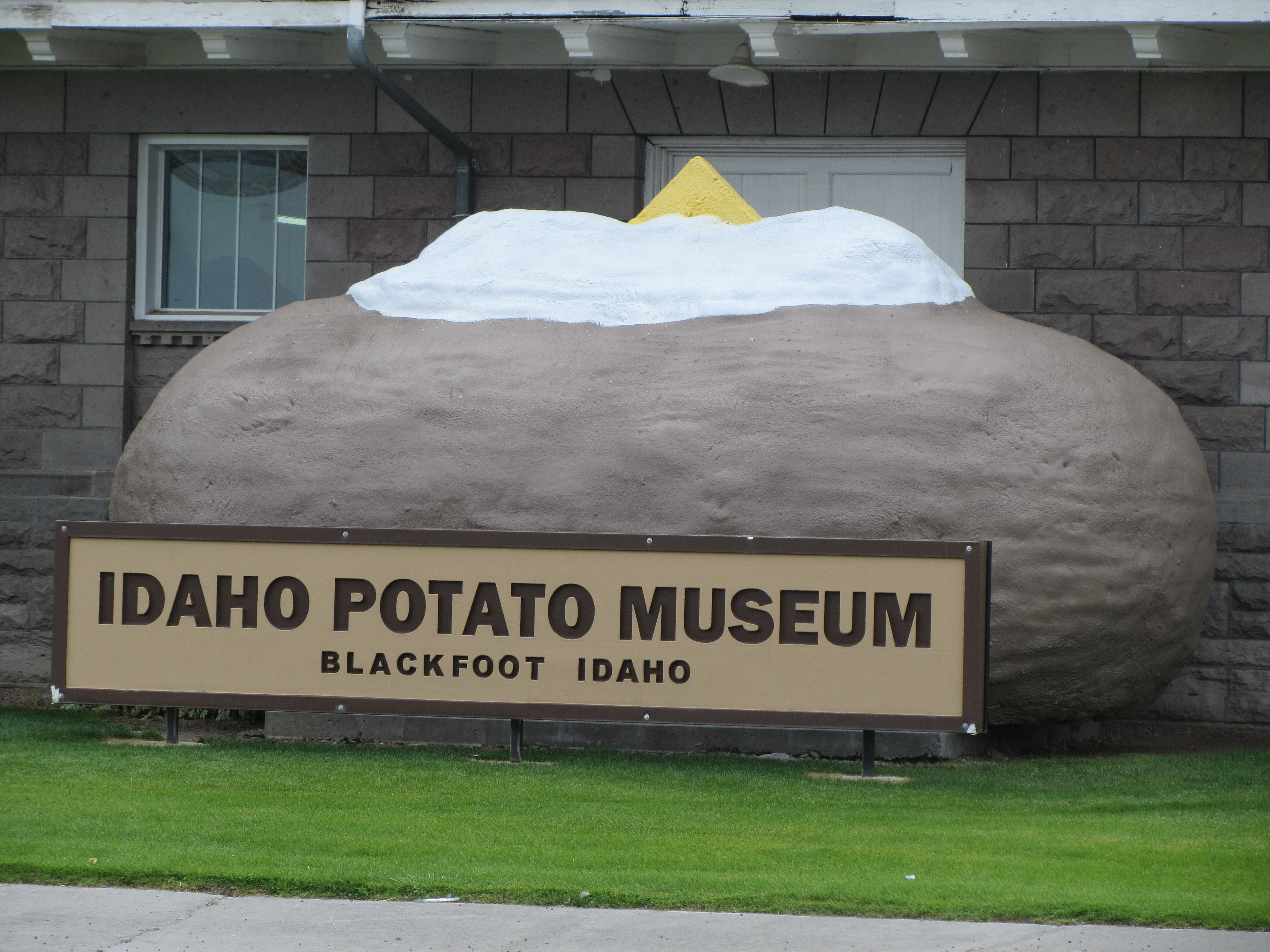 The large potato that denotes the name of the Idaho Potato Museum, located in Blackfoot, Idaho.