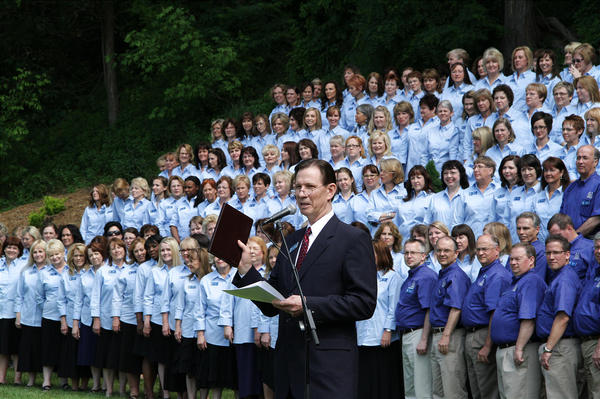 Mormon Tabernacle Choir with Elder Craig A. Cardon of the Seventy at the dedication of marker in Black River Falls.
