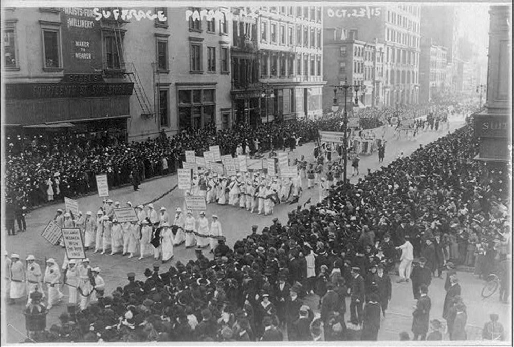Suffragettes. 1915 pre-election parade New York City, campaigning for women's right to vote