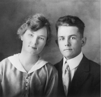 Engagement photo of Spencer and wife Camilla taken in AZ (1918)