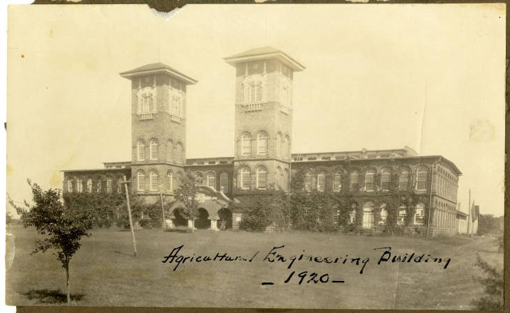 A historic picture of the building, taken in 1920