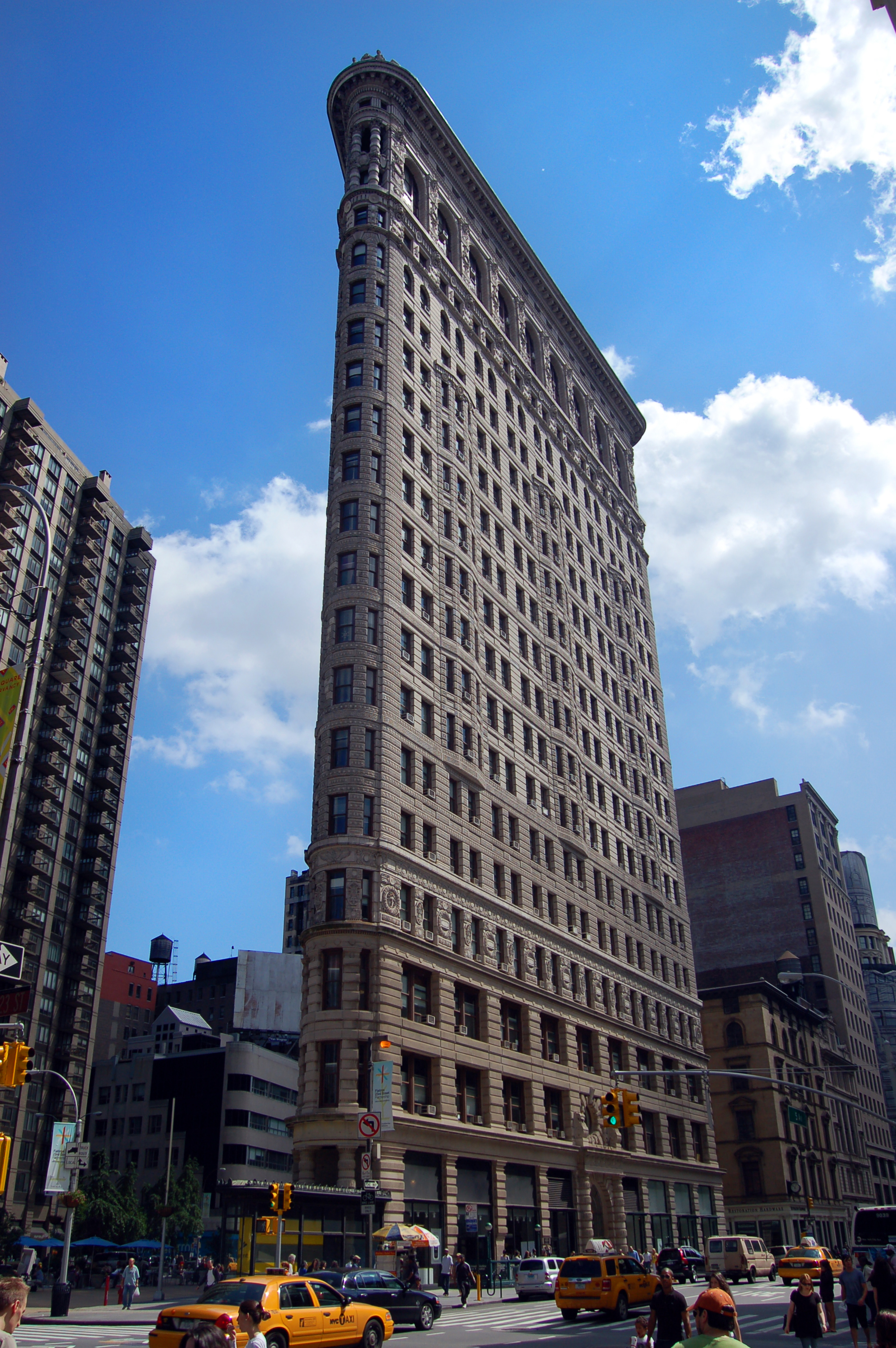 Current photo of the Flatiron Building