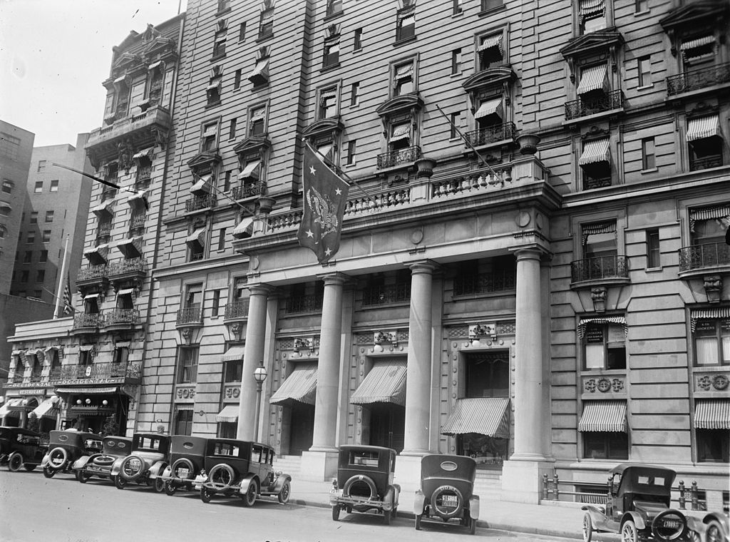 The hotel in the 1930s. Flag seen at center denotes that the US president was on the premises