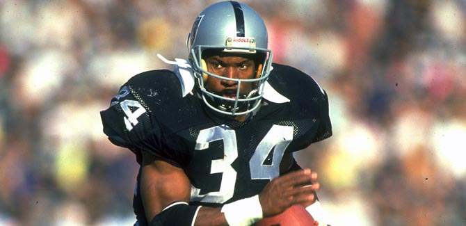Multi-sport sensation Bo Jackson playing for the Oakland Raiders