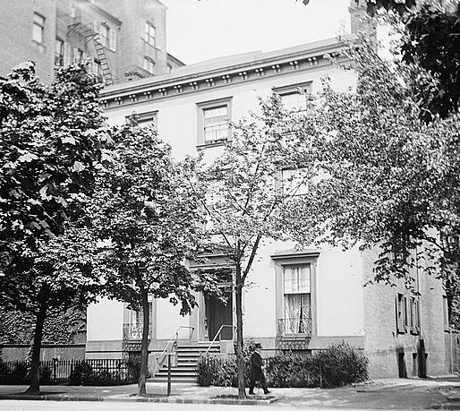 Blair House in 1919. Then it was an individual building. In 1950 it became attached to neighboring buildings. Image by National Photo Company via Library of Congress (public domain)