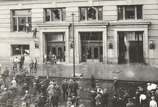 Rioters on the south side of Douglas County Courthouse, Omaha, Nebraska, September 28, 1919.