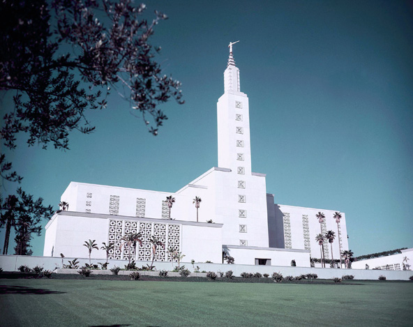 Los Angeles Temple in 1956 after it was constructed
