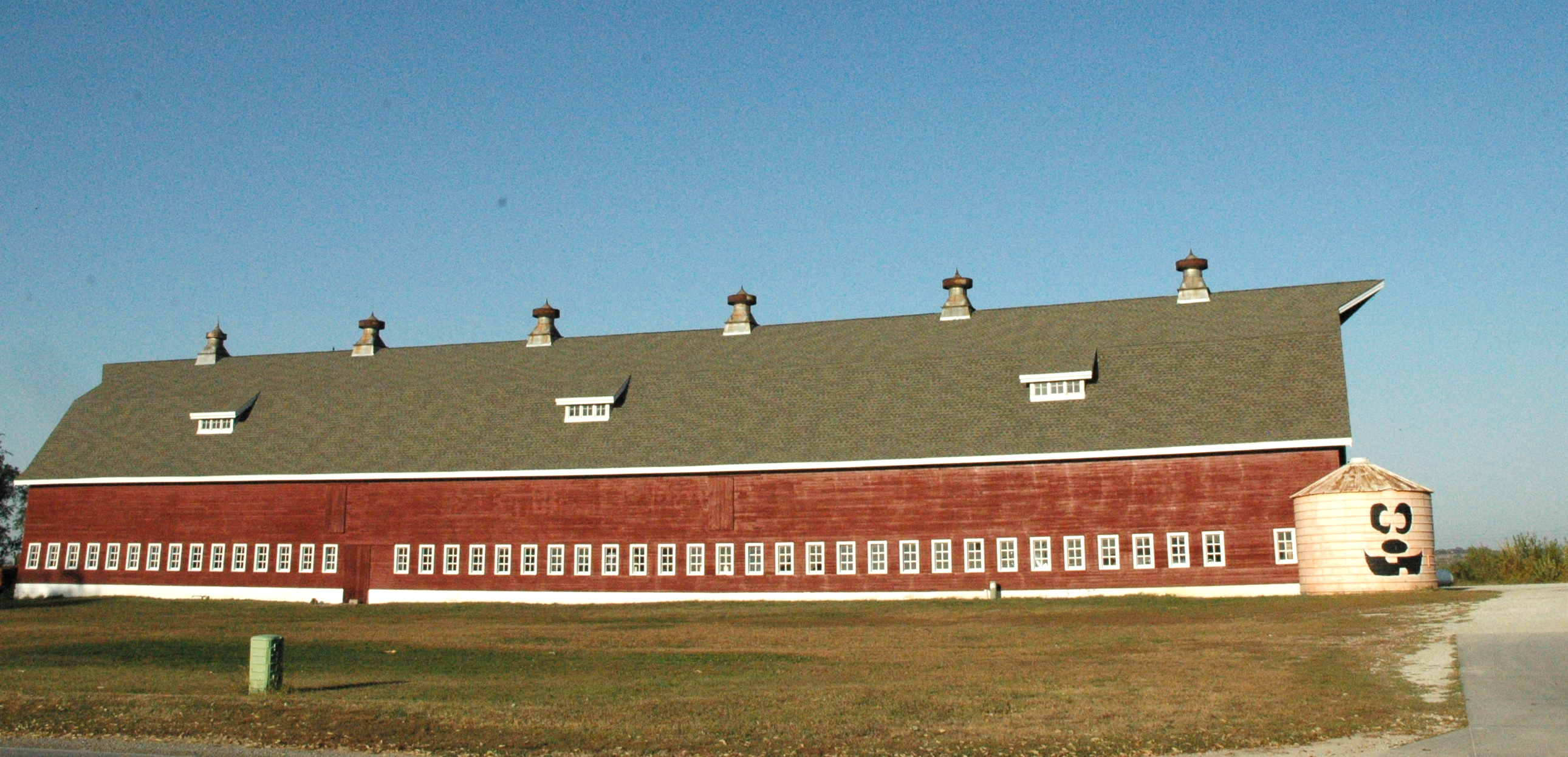 Ackerhurst Barn prior to major renovations.
