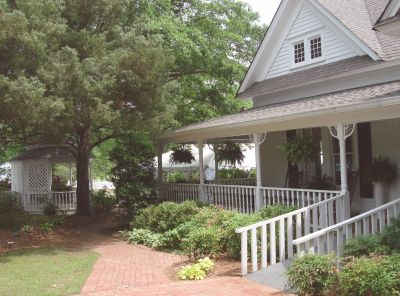 The Mansell House and Gardens, operated by the Alpharetta Historical Society, is a stop along the walking tour.