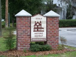 Western entrance to the Ocala Historic District
