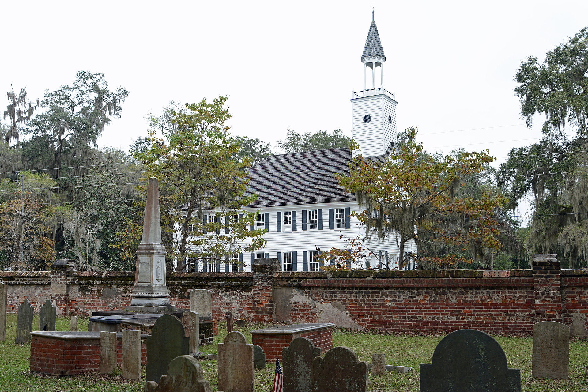 Many prominent Colonial figures are buried in the cemetery, including Governor Nathan Brownson