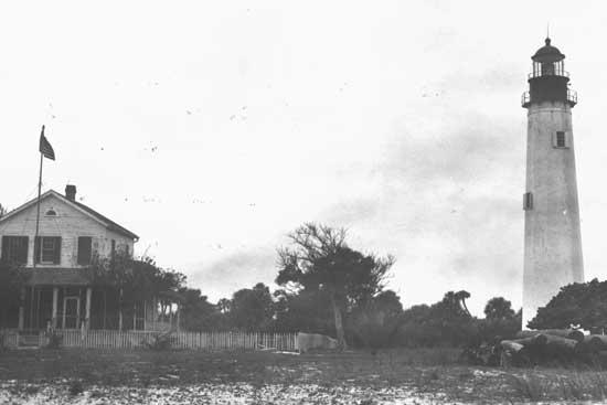 Egmont Key lighthouse and keeper's quarters, photo taken in 1941