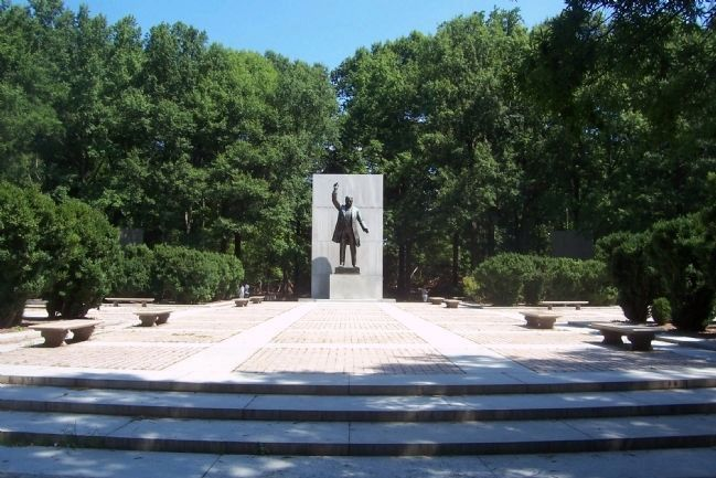 Theodore Roosevelt Island National Memorial, inscribed: Theodore Roosevelt: 1858-1919 (statue by Paul Manship, plaza designed by Eric Gugler (image from Historic Marker Database)