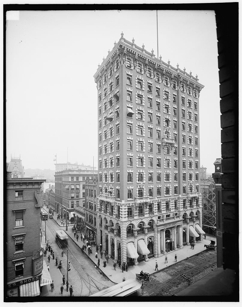 The Union Trust Building as it appeared in approximately 1906.