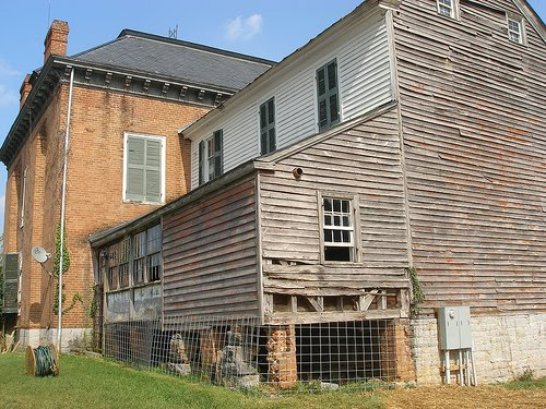 The original frame portion of the mansion. The slaves' quarters were located directly behind the mansion's main kitchen.