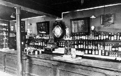 The Old Absinthe House bar in 1903.