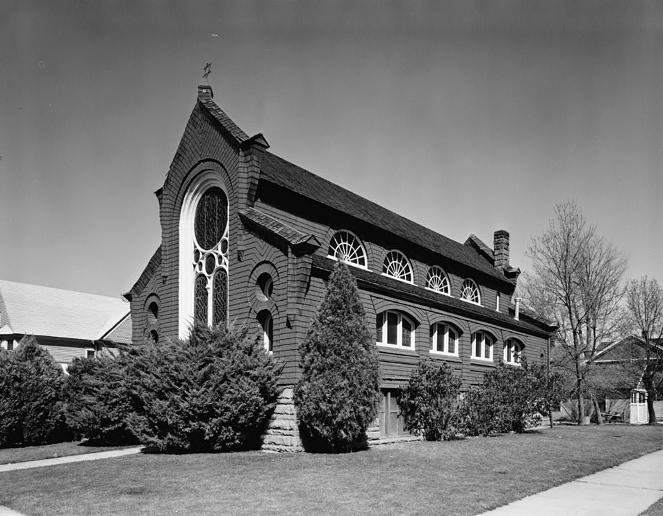 Exterior view of the synagogue in 1974, when the building was located on State street (Wikimedia Commons)