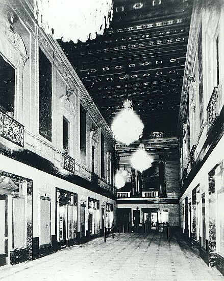 The Saenger's atrium entrance way as it looked in the 1930s...