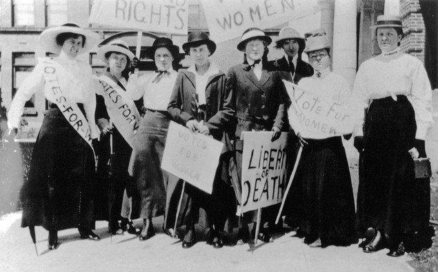Suffragists in Seattle participate in a march in 1909