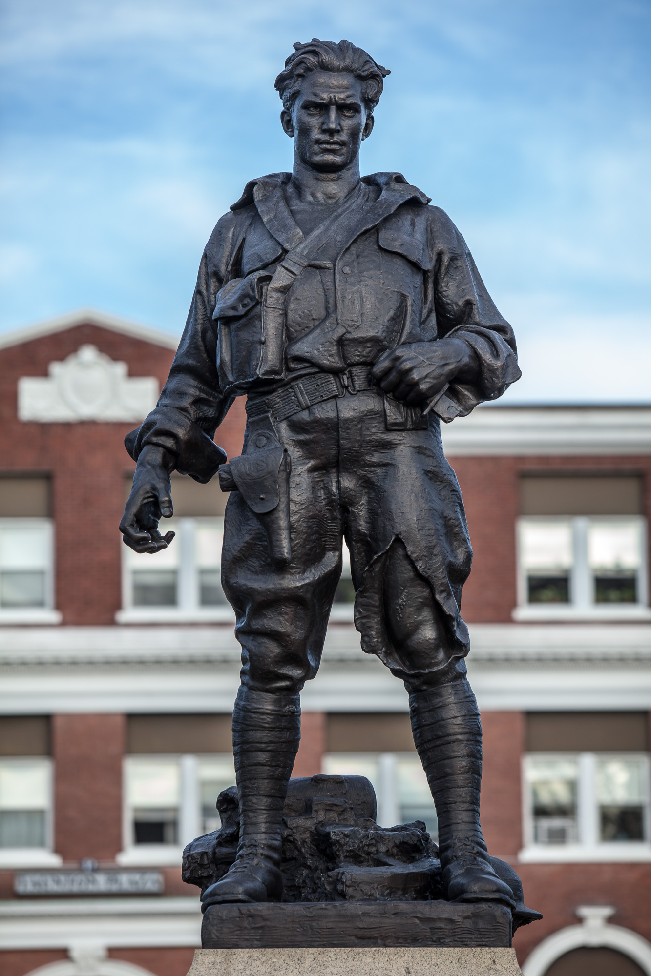 Close-up of the World War 1 Memorial, highlighting the soldier's unique pose.