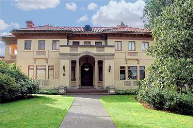 The museum is located in the historic Lord Mansion which is full of historic furnishings as well as museum exhibits.