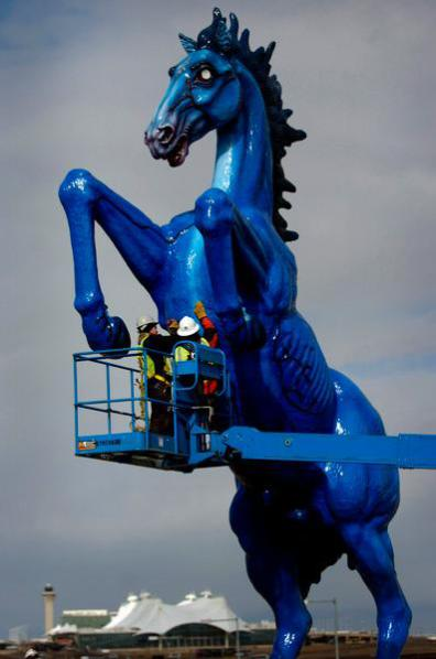 Installation of the statue