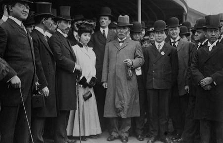 Japanese General Kuroki and his wife visited New York City in 1907, two days before the Japan Society was established (image from the Museum of the City of New York)