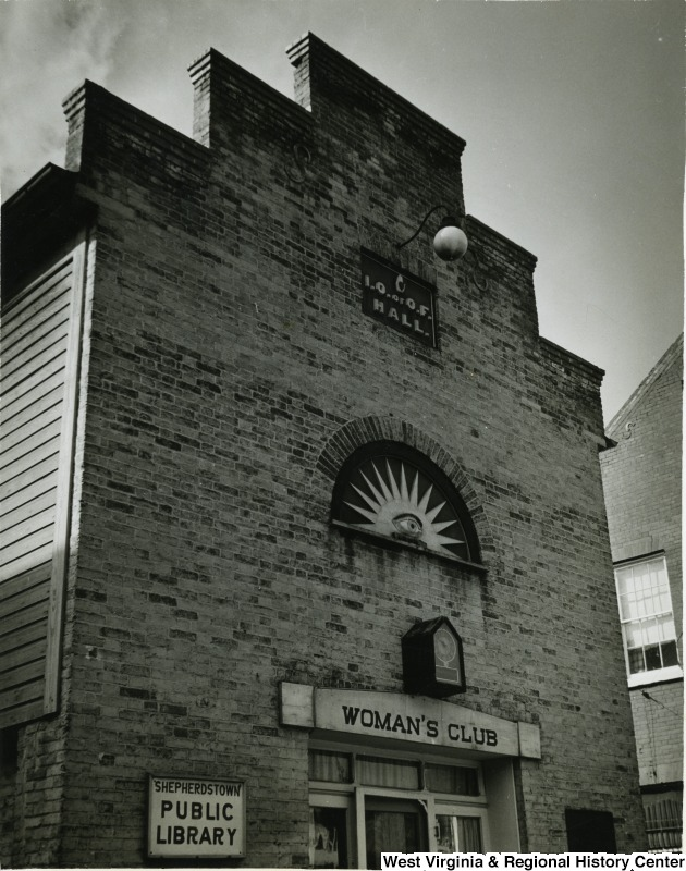 The building, circa 1930-1940, in use as the Woman's Club library.  Photo courtesy of the West Virginia and Regional History Center, WVU Libraries.