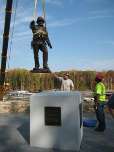 Placing the monument on it's base