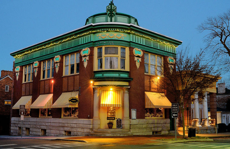 This building served as the headquarters of Jefferson Security Bank from 1906 to 1975. Photo by Ric Dugan