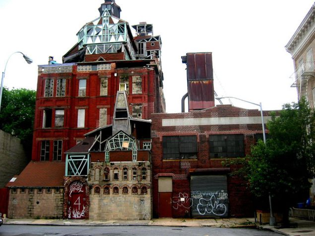 Broken Angel house in 2006 (observer.com)