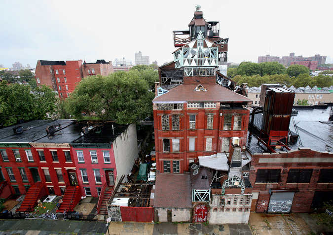 Broken Angel house in 2006 (nytimes.com)