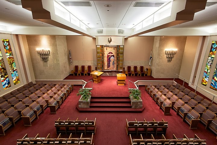 Sutton Place Synagogue sanctuary (image from mazelmoments.com)