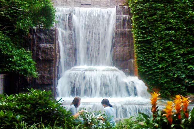 Greenacre Park waterfall (image from sasaki.com)
