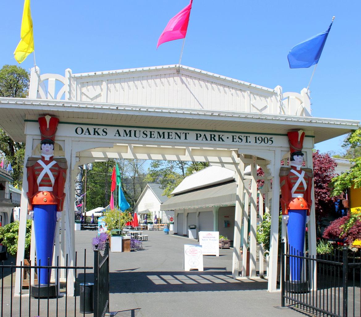 Entrance to Oaks Amusement Park