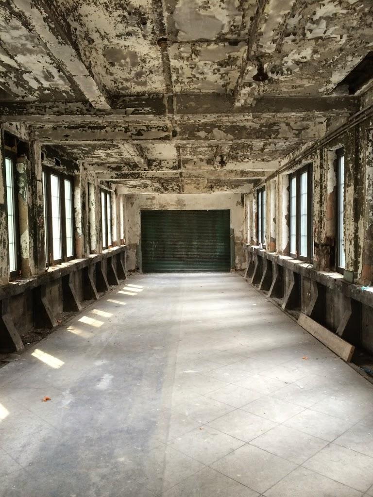 Inside the skybridge (www.boweryboyshistory.com)