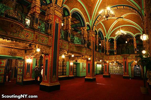 The foyer before entering the movie hall (http://www.scoutingny.com/)