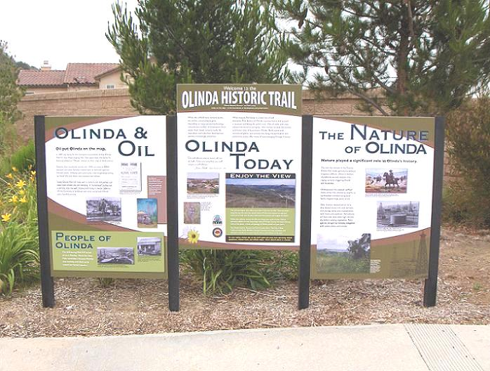 Interpretive panels relating the history of Olinda and the oil industry.