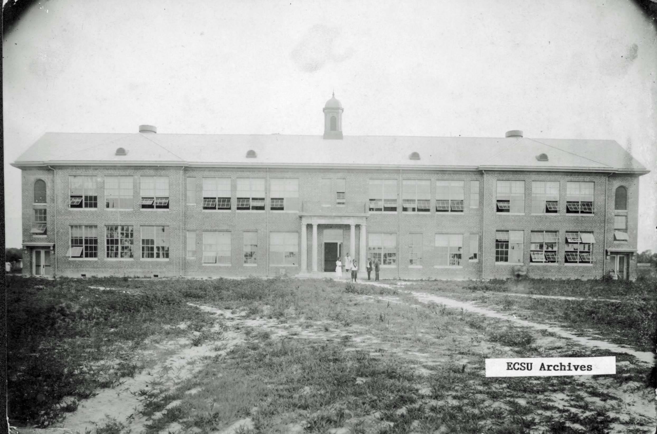 Moore Hall, 1922, Credit: ESCU Archives/Digital NC