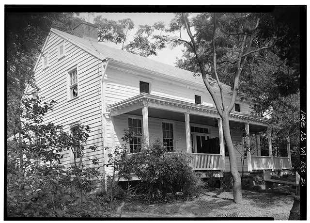 Photo of the farmhouse from after 1933. Photo from the Library of Congress.