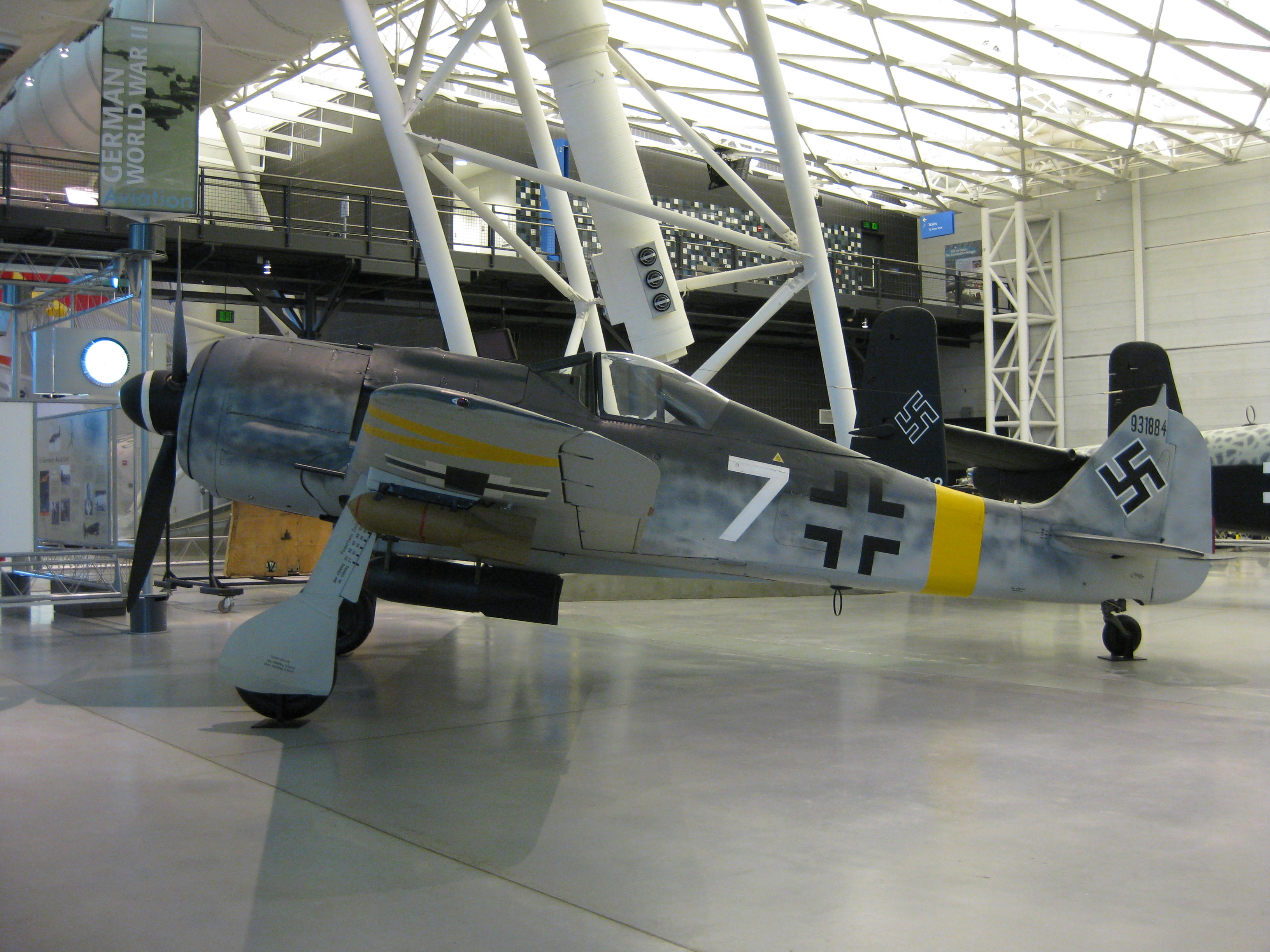 FW-190 fighter bomber at the Steven F. Udvar-Hazy Center. Nick-D, Wikimedia Commons, CC BY-SA 3.0