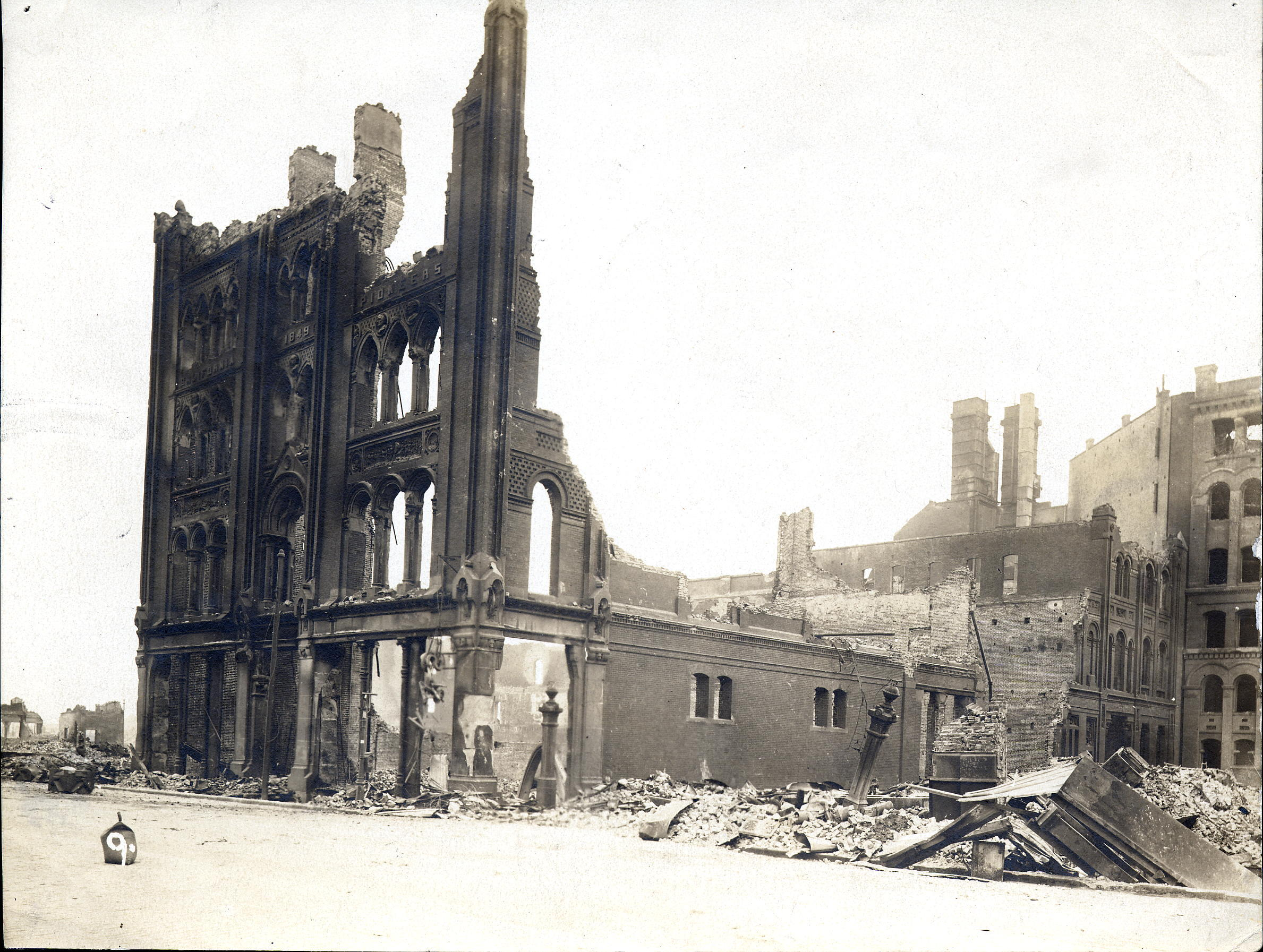 The 1886-1906 Pioneer Hall after the 1906 Earthquake (image from the Society of California Pioneers)