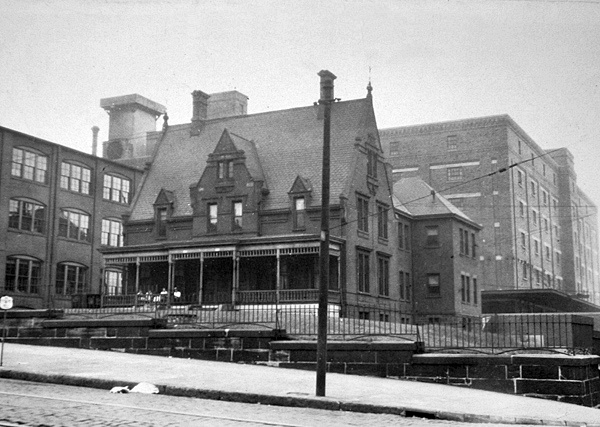 Original Lightkeepers' Dwelling on W. 9th St. The lighthouse at this location burned down and was removed in 1890s. The lightkeepers continued to occupy the house until 1926, which could accommodate four families.