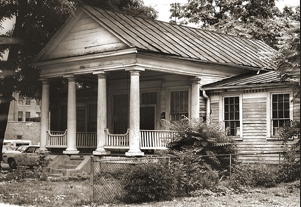 Craik-Patton House in the 1940s, when it stood on Lee Street E
