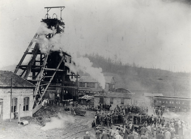Crowds gathering at the Eccles Mine