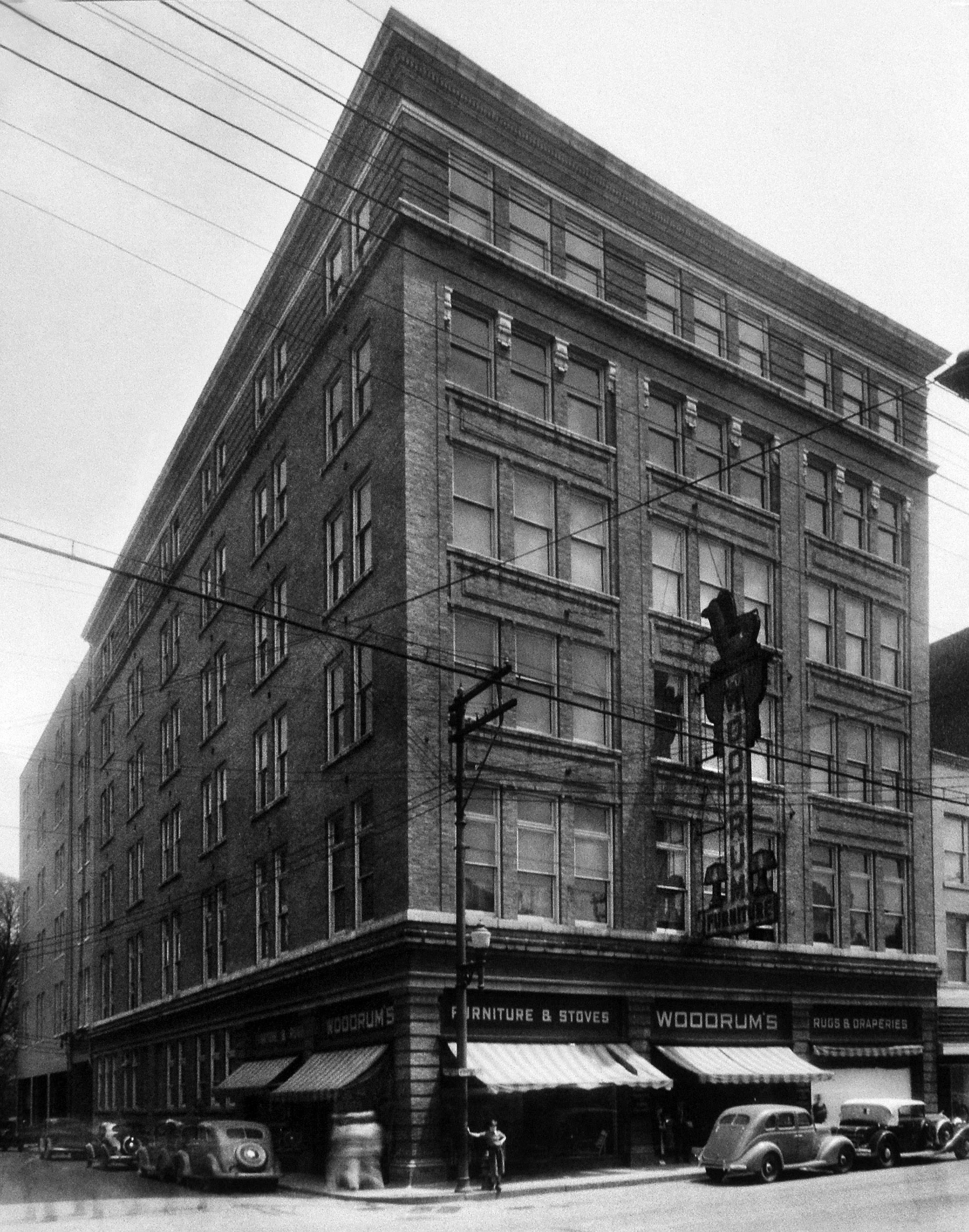 The newly constructed Woodrum's building in 1916.