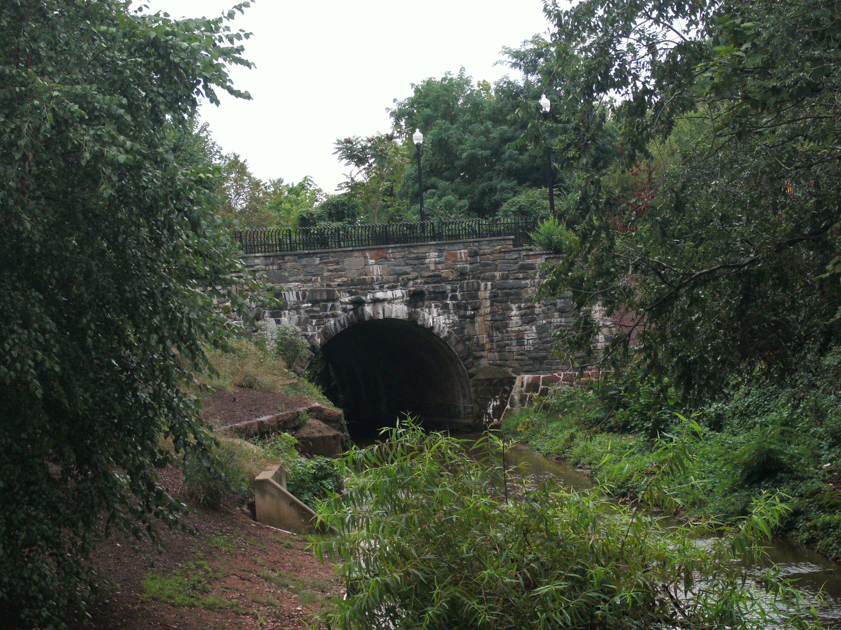 Orange and Alexandria Railroad Hooff's Run Bridge. Source: https://commons.wikimedia.org/w/index.php?curid=12350646
