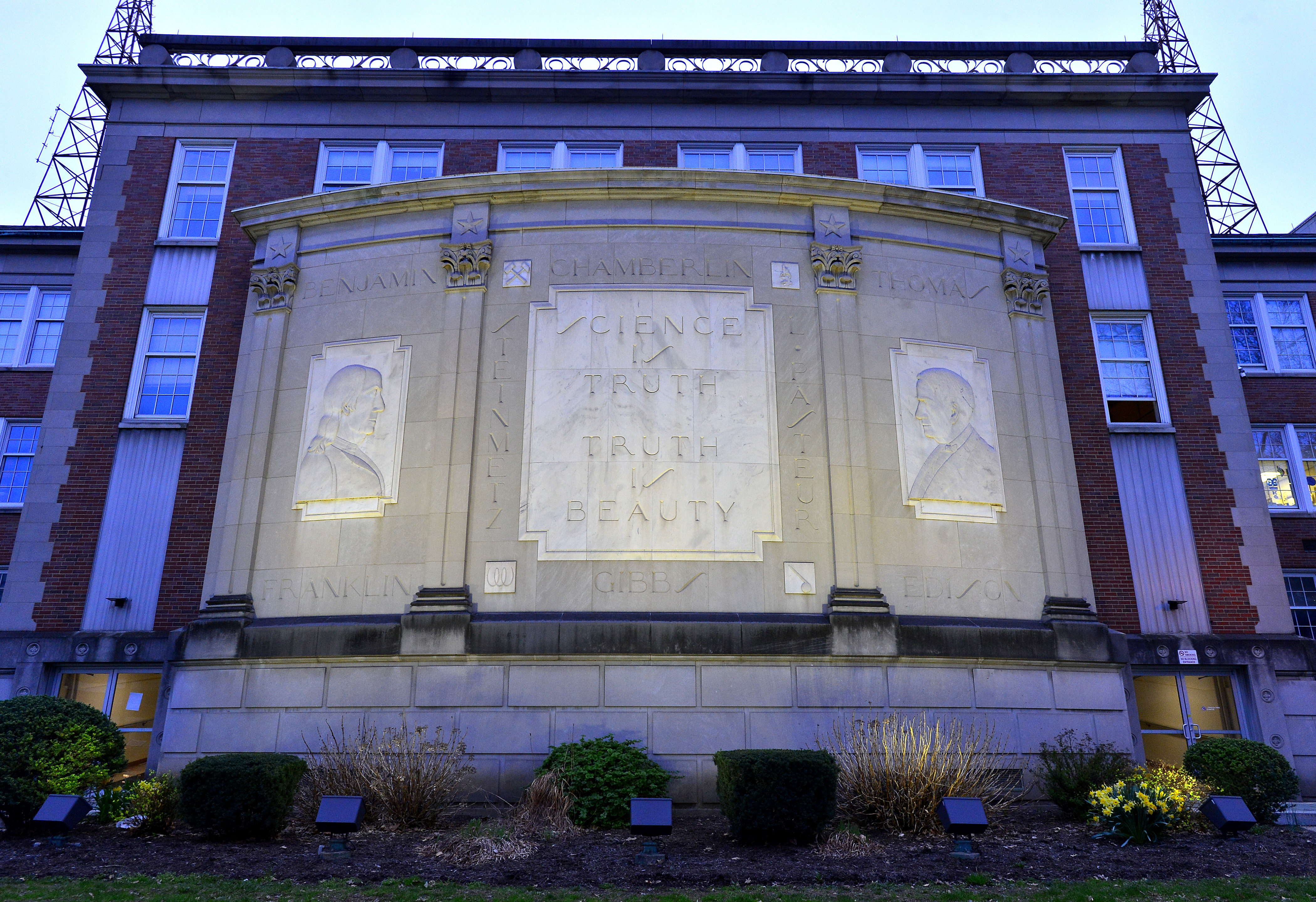 The stone bas-relief on the north side pays homage to famous scientists such as Thomas Edison and Benjamin Franklin.